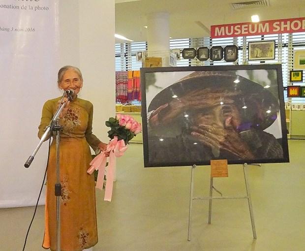 Remise de la photo «La plus belle vieille femme du monde» au Vietnam hinh anh 1