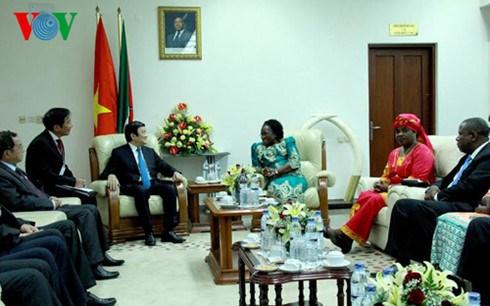 Le president Truong Tan Sang rencontre la presidente du Parlement mozambicain hinh anh 1