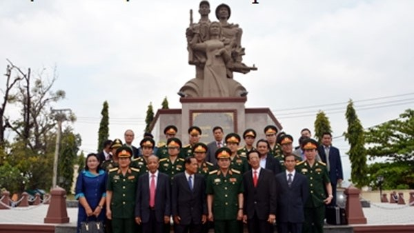 Inauguration du Memorial des Heros morts pour la Patrie Cambodge - Vietnam hinh anh 1