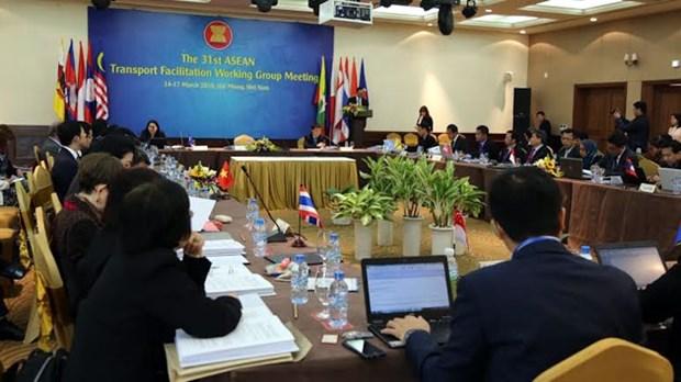 L'ASEAN se penche sur la facilitation du transport routier hinh anh 1