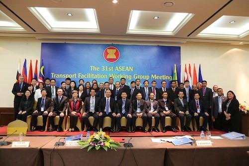 L'ASEAN se penche sur la facilitation du transport routier hinh anh 3