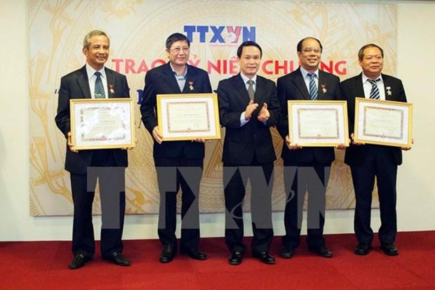 L'insigne de la VNA pour les dirigeants de la Confederation generale du travail du Vietnam hinh anh 1