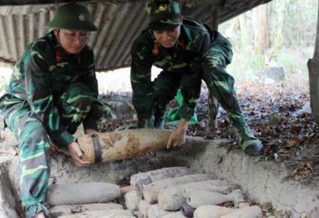 Plus de 10 milliards de dollars pour neutraliser les bombes et mines hinh anh 1
