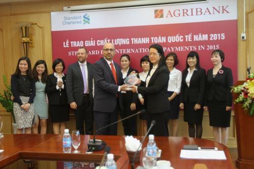 Agribank primee pour l'excellence de son paiement en 2015 hinh anh 1
