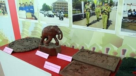 Exposition sur les relations entre les forces de securite du Vietnam et du Laos hinh anh 1