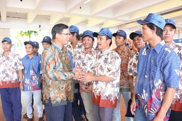Rapatriement de 18 pecheurs vietnamiens arretes en Indonesie hinh anh 1