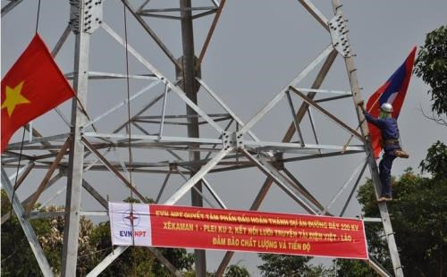 Mise en circuit de la ligne transfrontaliere de 220 kV Sekaman 1 (Laos)-Pleiku 2 (Vietnam) hinh anh 1