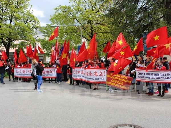 Manifestation munichoise contre les actes illegaux de la Chine en Mer Orientale hinh anh 1