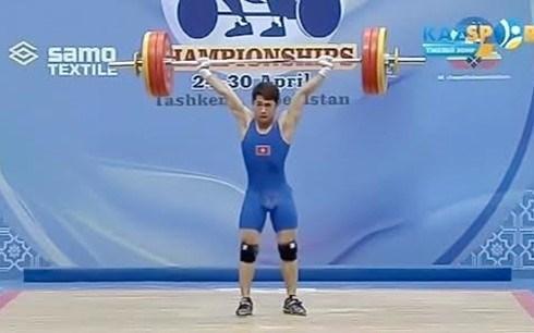 Un halterophile vietnamien remporte deux medailles aux Championnats d'Asie hinh anh 1