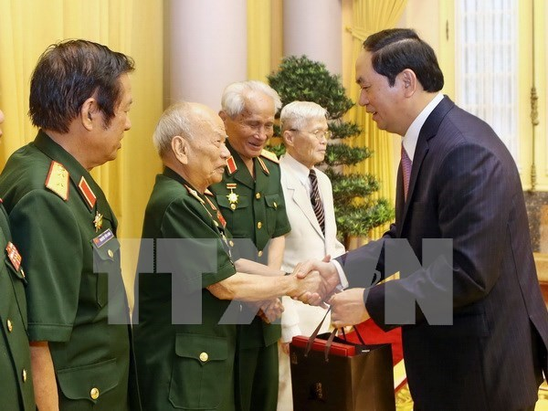 Le chef de l'Etat rencontre d'anciens soldats volontaires au Laos hinh anh 1