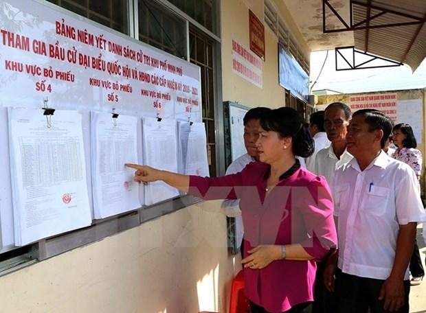 La presidente de l'AN inspecte les preparatifs des elections a Hau Giang et Kien Giang hinh anh 1