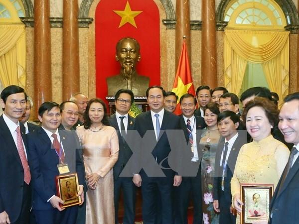 Le president rencontre des entrepreneurs exemplaires hinh anh 1