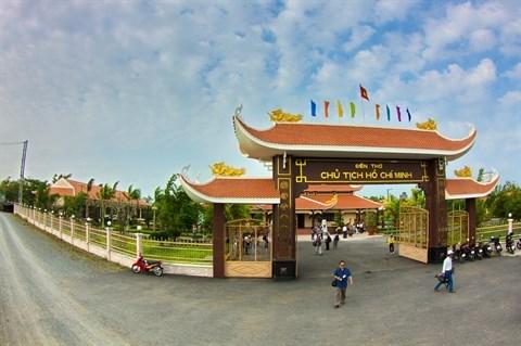 Forte affluence au memorial du President Ho Chi Minh a Bac Lieu hinh anh 2