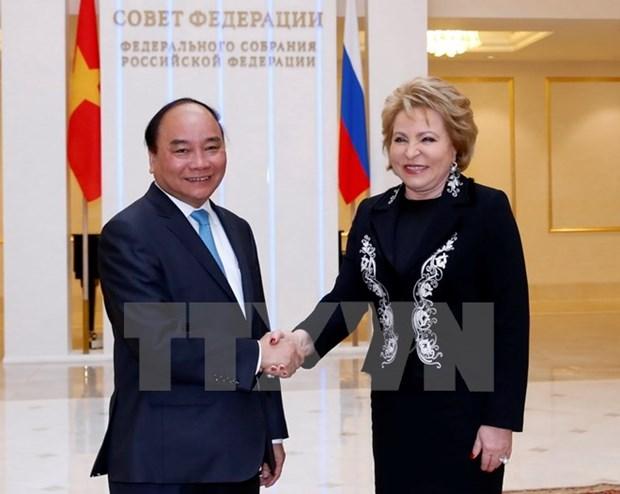 Le PM Nguyen Xuan Phuc rencontre la presidente du Conseil federal russe hinh anh 1