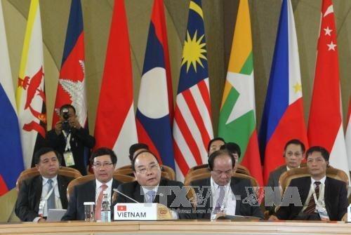 Nguyen Xuan Phuc rencontre ses homologues de l'ASEAN a Sotchi hinh anh 1