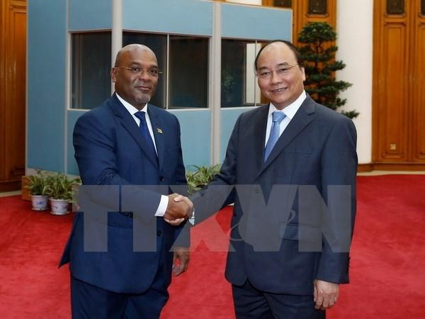 Le Premier ministre Nguyen Xuan Phuc recoit un ministre mozambicain hinh anh 1