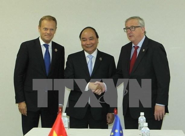 Le PM Nguyen Xuan Phuc rencontre des dirigeants de plusieurs pays au Japon hinh anh 1