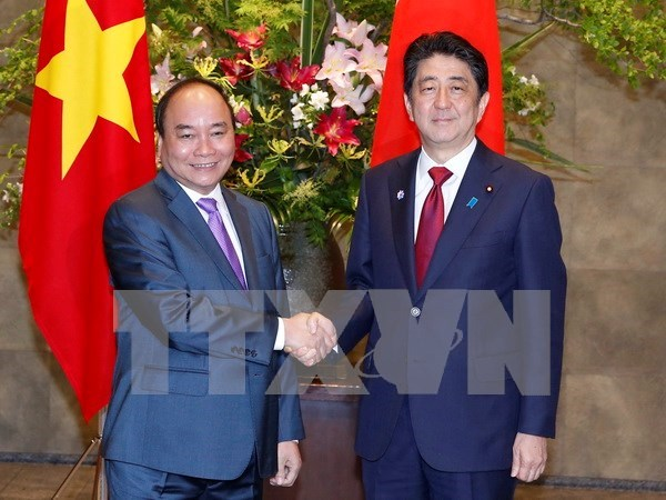Entretien entre les Premiers ministres vietnamien et japonais hinh anh 2