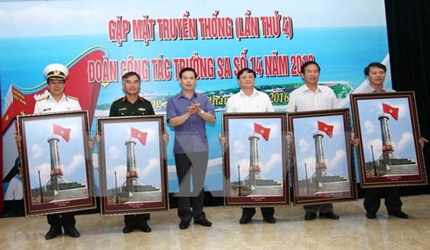 Dong Van accueille une exposition sur la mer et les iles du pays hinh anh 1