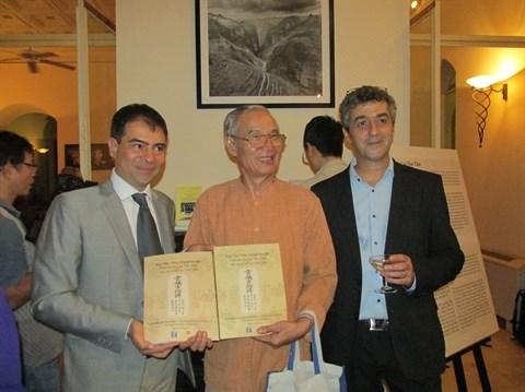 Presentation d'un manuscrit ancien Histoire de Luc Van Tien en trois langues hinh anh 1
