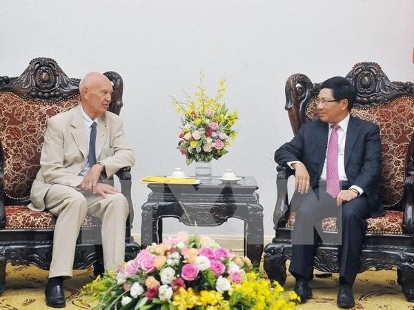 Le vice-PM et le ministre des AE Pham Binh Minh recoit l'envoye special du PM suedois hinh anh 1