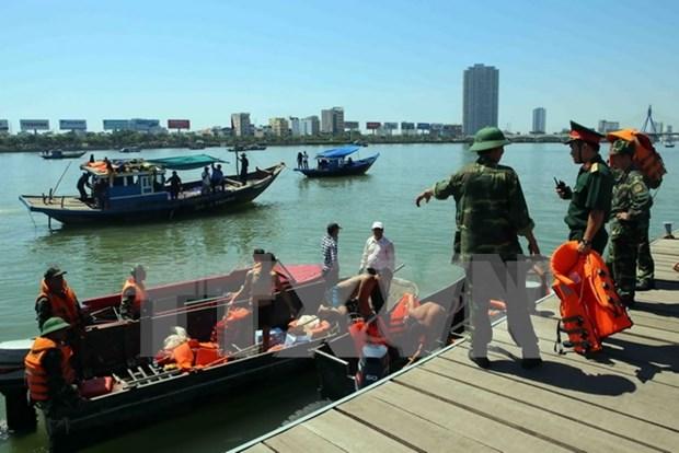 Trois personnes portees disparues dans le naufrage d'un bateau de tourisme hinh anh 1
