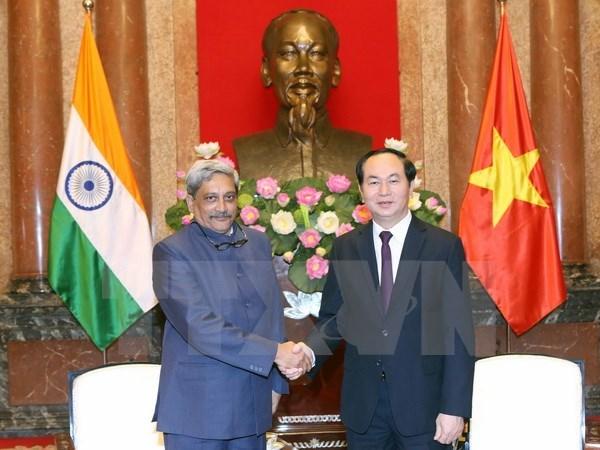 Le chef de l'Etat recoit les ministres francais et indien de la Defense hinh anh 2