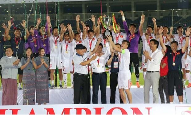 Football : le Vietnam devient le champion de l'AYA Bank Cup 2016 hinh anh 1