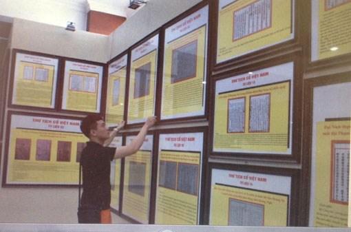 Exposition de cartes et d'archives sur Hoang Sa et Truong Sa a Binh Duong hinh anh 1