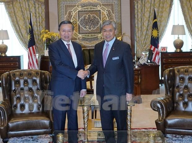 Le ministre de la Securite publique en visite en Malaisie hinh anh 1