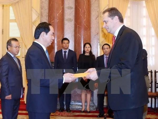 Le president vietnamien Tran Dai Quang recoit de nouveaux ambassadeurs hinh anh 1