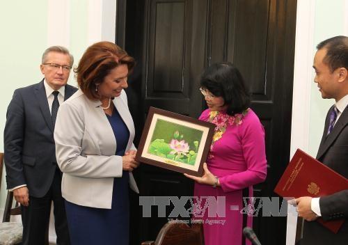La vice-presidente du Vietnam rencontre des dirigeantes polonaises hinh anh 2