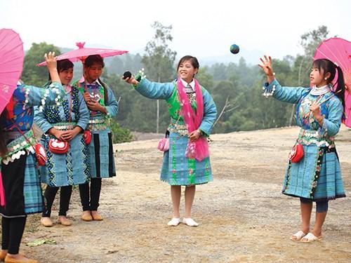 Preparation de la 2e Journee nationale de la culture H'mong hinh anh 1