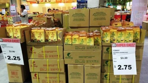 Le riz vietnamien present sur les rayons des supermarches singapouriens hinh anh 1