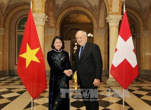 La vice-presidente vietnamienne entame une visite de travail en Suisse hinh anh 1