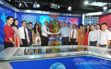 Nguyen Thien Nhan felicite les journalistes et redacteurs de VNA, VOV et VTV hinh anh 1