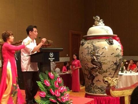 Cinq œuvres d'art vietnamiennes s'envolent aux premieres encheres a Hanoi hinh anh 1