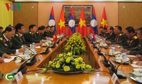 Vietnam et Laos renforcent leur cooperation dans la defense hinh anh 1