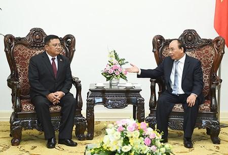 Le PM Nguyen Xuan Phuc recoit des ambassadeurs birman et suedois au Vietnam hinh anh 2