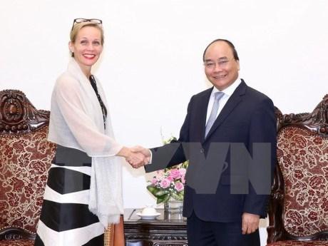 Le PM Nguyen Xuan Phuc recoit des ambassadeurs birman et suedois au Vietnam hinh anh 1