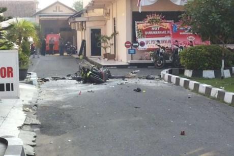 Attentat suicide contre un commissariat de police en Indonesie hinh anh 1