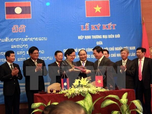 Les entreprises se renseignent sur les accords commerciaux Vietnam-Laos hinh anh 1