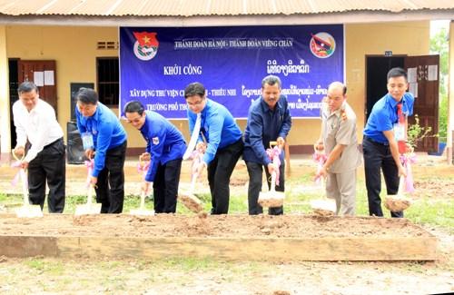 De jeunes volontaires hanoiens a Vientiane hinh anh 1