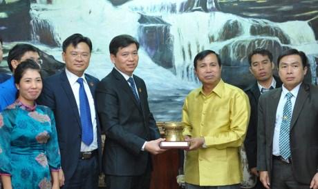 Renforcement de la solidarite speciale et de l'amitie traditionnelle entre les jeunes Vietnam-Laos hinh anh 1
