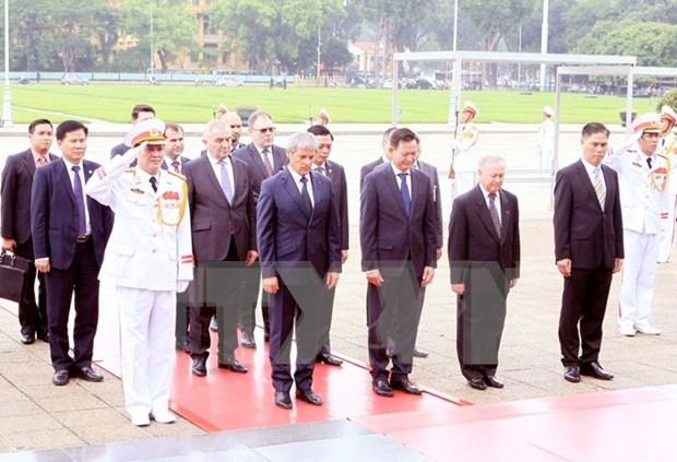 Le Premier ministre roumain termine sa visite officielle au Vietnam hinh anh 1