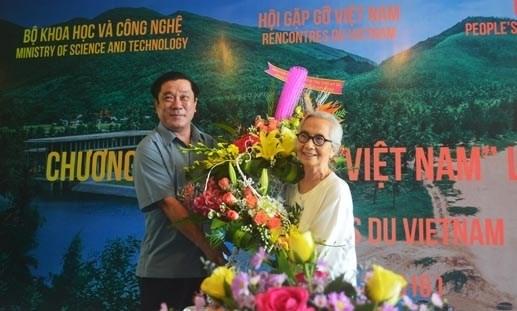 Le Kim Ngoc recoit l'Ordre national de la Legion d'honneur hinh anh 1