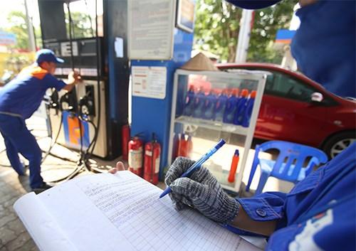 Baisse du prix des carburants hinh anh 1