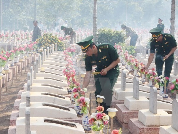 An Giang : inhumation des restes de soldats tombes au Cambodge hinh anh 1