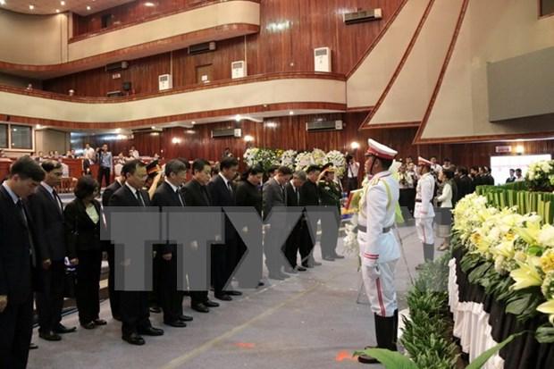 Des dirigeants vietnamiens aux funerailles de l'ancien president de l'AN laotienne Saman Vinhaket hinh anh 1