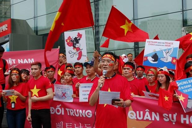 Les Vietnamiens en R. de Coree denoncent les actes illegaux de la Chine en Mer Orientale hinh anh 1